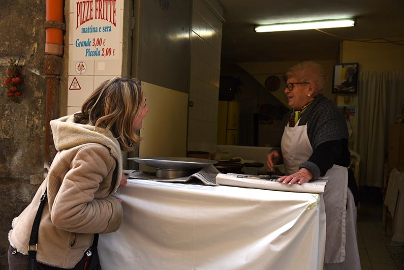 Street Food Tour Local in Naples